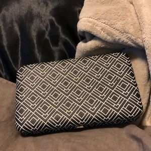 Clutch-- FREE WITH PURCHASE OF 2 ITEMS!!!